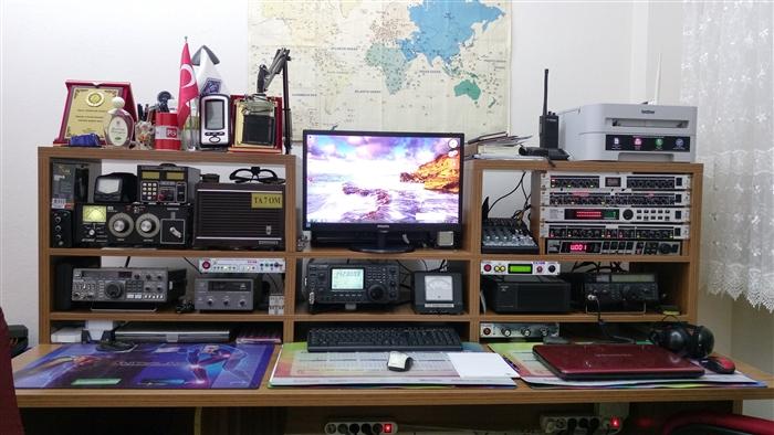 TA7OM Station Desk